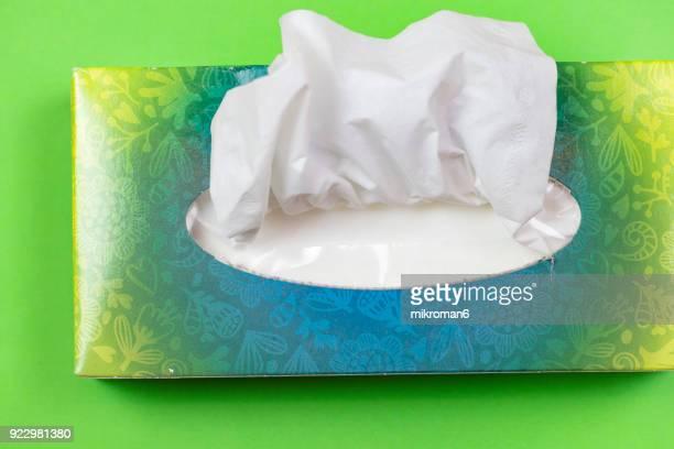 tissues in box - flu virus fotografías e imágenes de stock