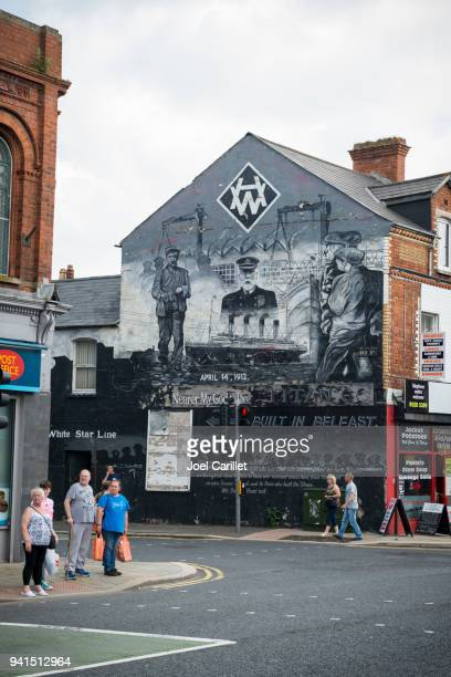 murale titanic à belfast, irlande du nord - belfast murals photos et images de collection