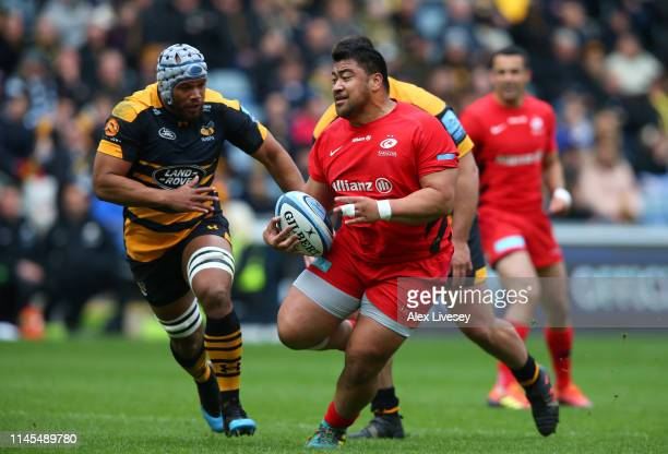 Titi Lamositele of Saracens runs at Nizaam Carr of Wasps during the Gallagher Premiership Rugby match between Wasps and Saracens at Ricoh Arena on...