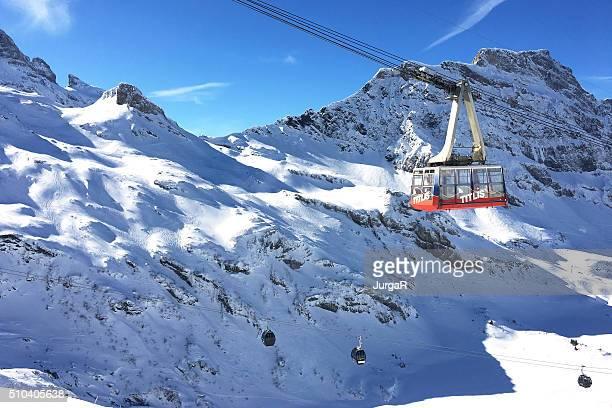 titlis seilbahn engelberg der schweiz - gondel stock-fotos und bilder