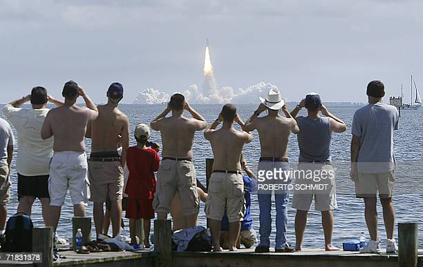 Titusville, UNITED STATES: Spectators at the Indian River Estuary in Titusville, Florida, watch 09 September 2006 the Space Shuttle Atlantis lift off...