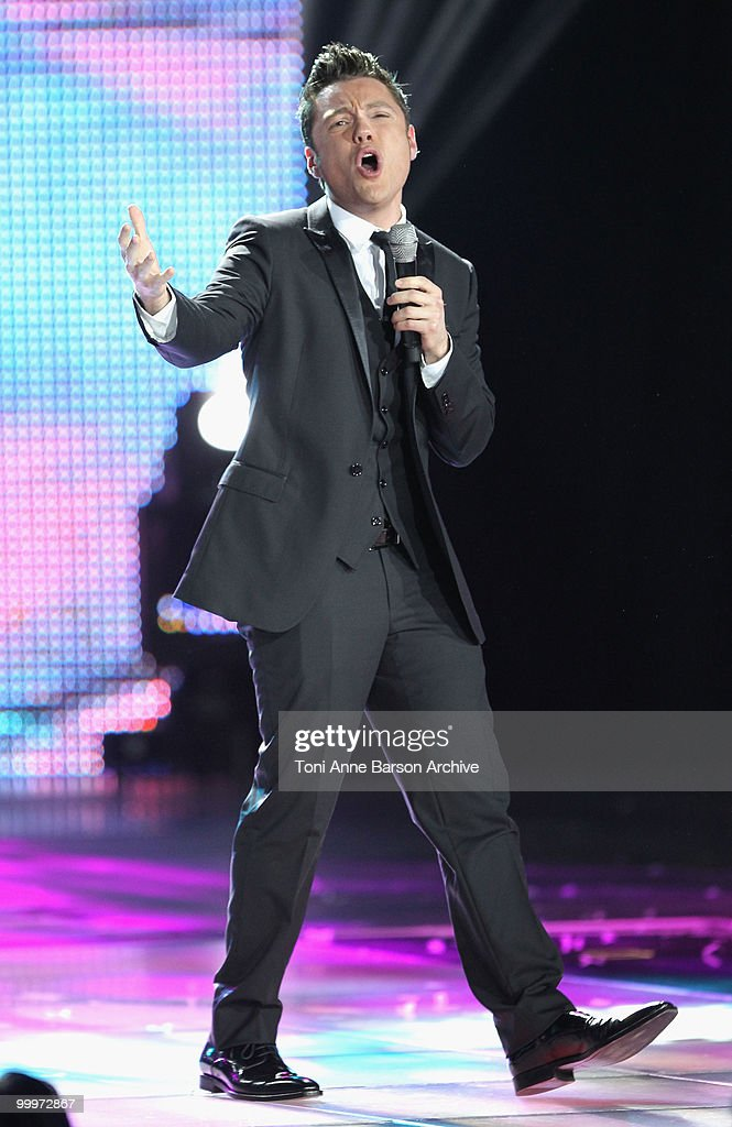 Tiziano Ferro performs on stage during the World Music Awards 2010 at the Sporting Club on May 18, 2010 in Monte Carlo, Monaco.