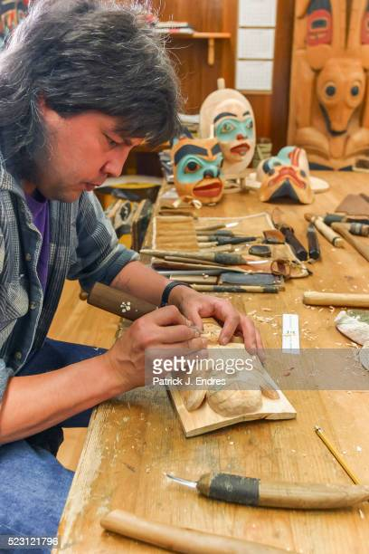 tlingit marsk carver tommy joseph - first nations stock pictures, royalty-free photos & images