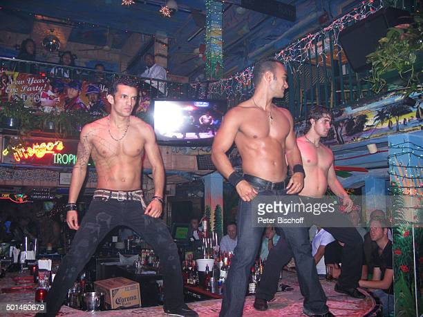 Tänzer Nachtclub MangosCuba South Beach Miami Bundesstaat Florida USA Nordamerika Amerika Tanz tanzen freier Oberkörper sexy muskulös Muskeln Reise...