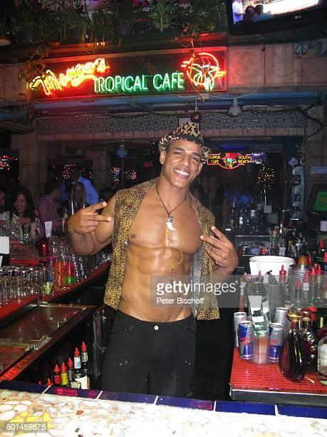 Tänzer und Barkeeper Nachtclub MangosCuba South Beach Miami Bundesstaat Florida USA Nordamerika Amerika muskulös Muskeln 6Pack Reise BB DIG PNr...