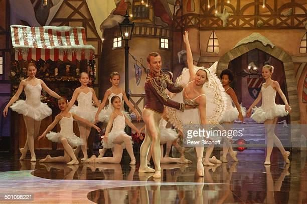 Tänzer und Tänzerin vom Ballettförderzentrum Nürnberg 6 BRBenefizShow SternstundenGala Frankenhalle Nürnberg Bayern Deutschland Europa Bühne Auftritt...