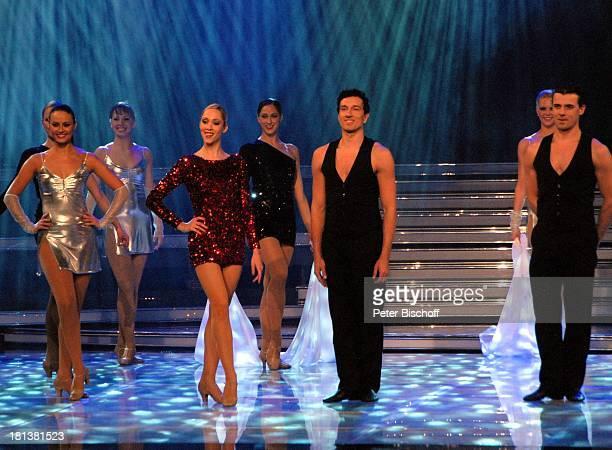 Tänzerin und Tänzer vom 'Deutsches Showballett Berlin' ZDFMusikshow 'Willkommen bei Carmen Nebel' VBArena Bremen Deutschland Europa Auftritt Bühne