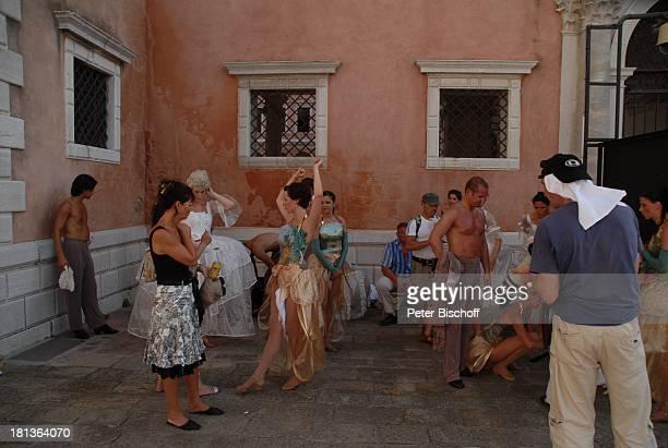 Tänzerinnen und Tänzer vom MDR Deutsches Fernsehballett Kostümbildnerin Knut Vietze Dreharbeiten zum Musikfilm Eine Nacht in Venedig mit K R I E M H...