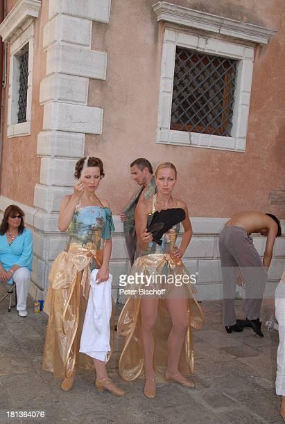 Tänzerinnen vom MDR Deutsches Fernsehballett Kostümbildnerin Dreharbeiten zum Musikfilm Eine Nacht in Venedig mit K R I E M H I L D J A H N Basilica...
