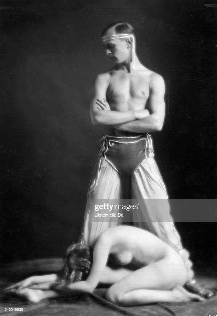 Zammet und Grube - Tänzerpaar : News Photo