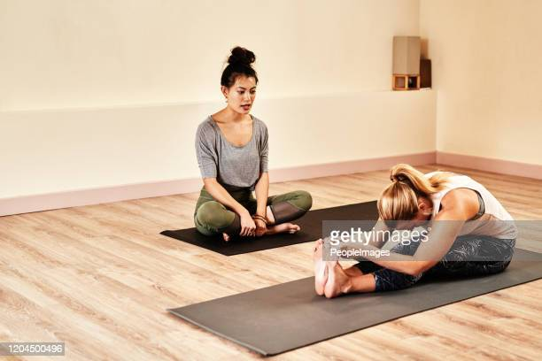to be your best, learn from the best - yoga teacher stock pictures, royalty-free photos & images
