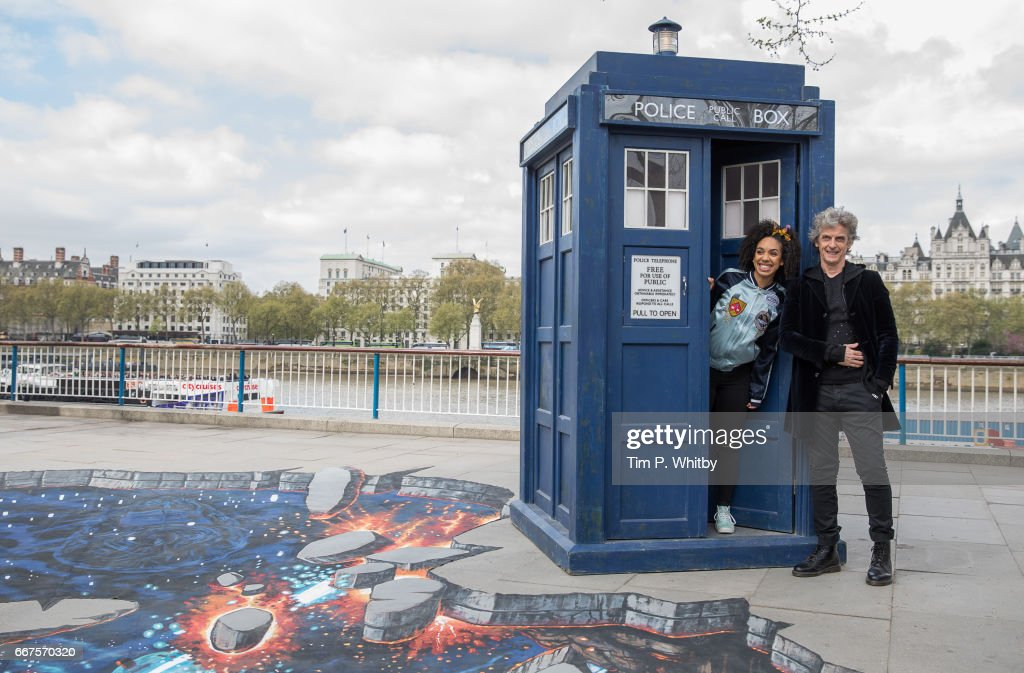 Peter Capaldi And New Doctor Who Companion Pearl Mackie Pose In Costume With The Tardis And A Huge 3D Pavement Painting On London's Southbank