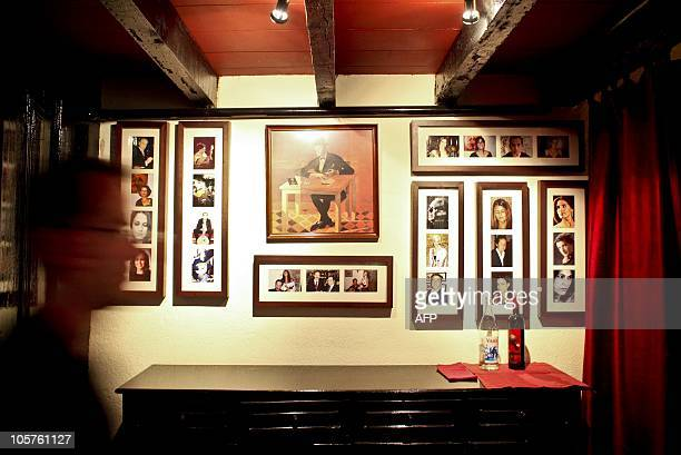 Lisbonne veut inscrire le fado au patrimoine culturel immatériel de l'Unesco Portraits of fado singers are displayd on the walls of the Fado House in...