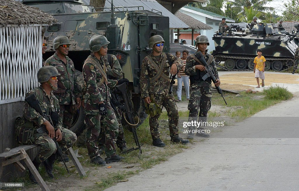 PHILIPPINES-UNREST-MUSLIMS-MILF-PEACE-ARMS : News Photo