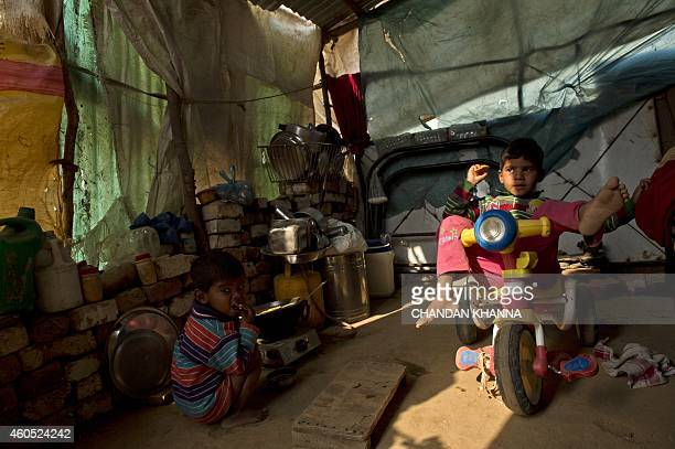 To go with IndiagovernmentplanningFOCUS by Trudy HARRIS and Bhuvan BAGGA This photo taken on December 12 2014 shows Indian children playing in their...