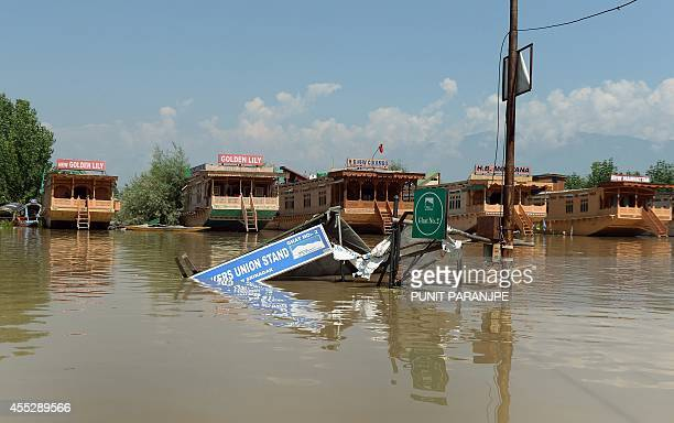 To go with IndiaPakistanKashmirfloodshikaraSCENE by Bhuvan BAGGA This photo taken on September 11 2014 shows the remains of a shikara boat taxi stand...