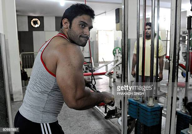 To go with LifestyleIndiahealthBollywoodFEATURE by Rupam Jain Nair Indian bodybuilder Tanveer Akram works out in a gymnasium in New Delhi on October...