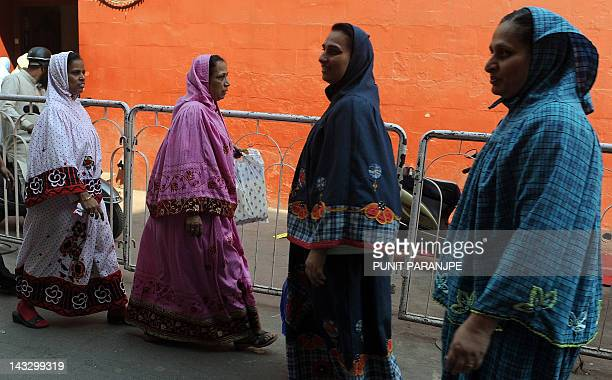 To go with story 'IndiawomenIslamsocietyprotestsexrights' by Rupam Jain Nair Muslim women from the Bohra community walk past a mosque in Mumbai on...