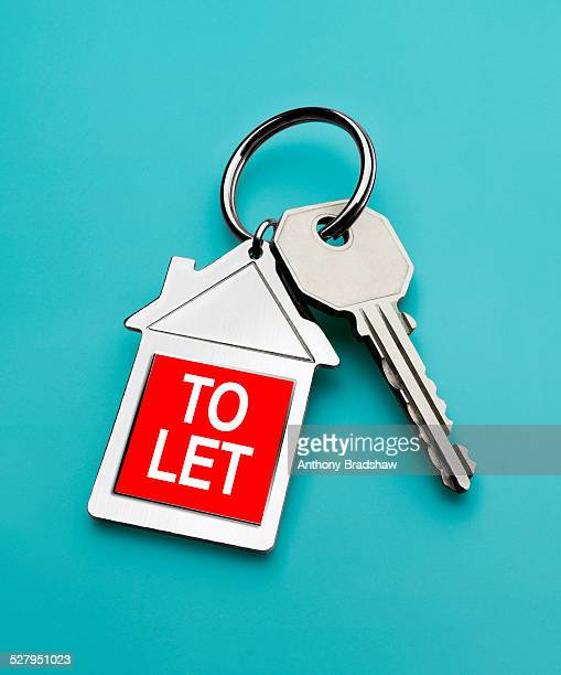 'To let' sign on house key fob