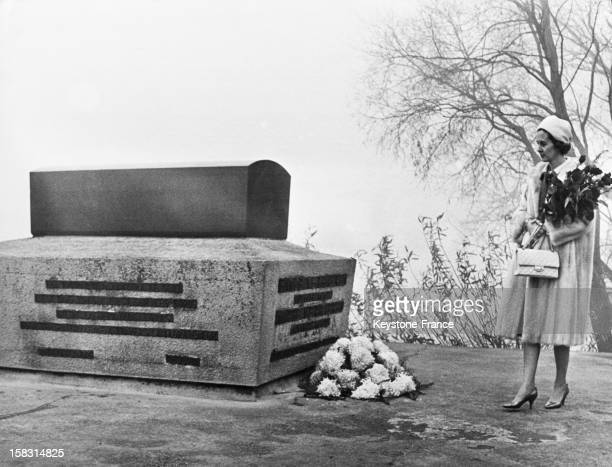 To mark the 50th anniversary of the poet Emile Varhaeren's death Queen Fabiola of Belgium arrives with a bunch of roses in front of his tomb in Saint...