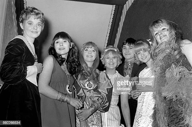 L to R Angela Scoular Diane Keen Sheila White Adrienne Poster Barry Evans Judy Geeson Vanessa Howard January 1968 Y00140005