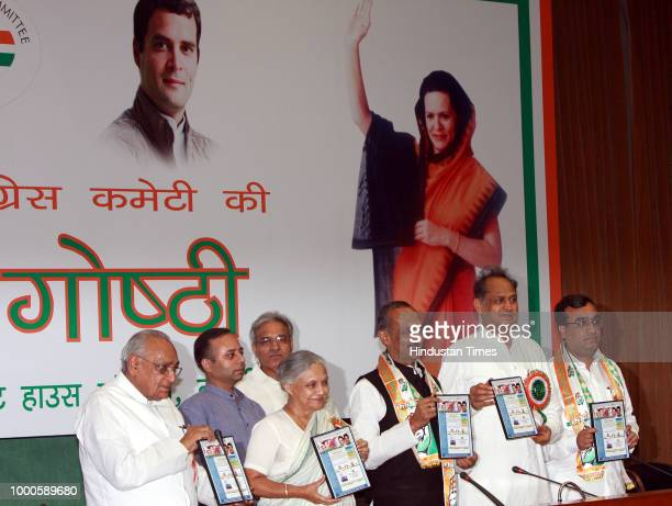 [L to R] Congress Sr leader Motilal Bohra Delhi Chief Minister Sheila Dikshit DPCC President JP Aggarwal Congress leader Ashok Gehlot and Union...