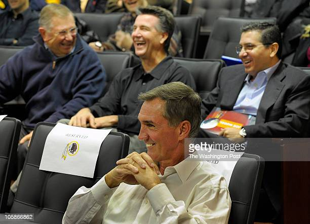 L to R former Redskins trianer Bubba Tyer GM Bruce Allen new Redskins coach Mike Shanahan and team owner Dan Syder share a laugh during Washington...