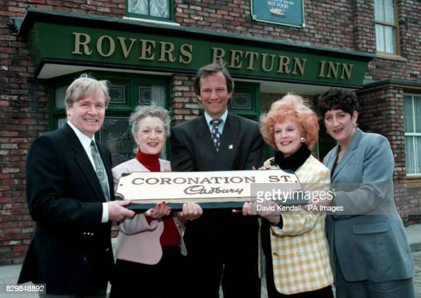 L to R Ken Barlow Mavis Wilton Alan Palmer Cadburys marketing director Rita Sullivan and Andrea Wonfor Granada TVs joint managing director with a...