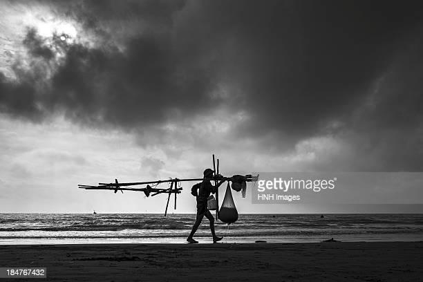 to the market- namdinh seashore-north vietnam - ナムディン ストックフォトと画像