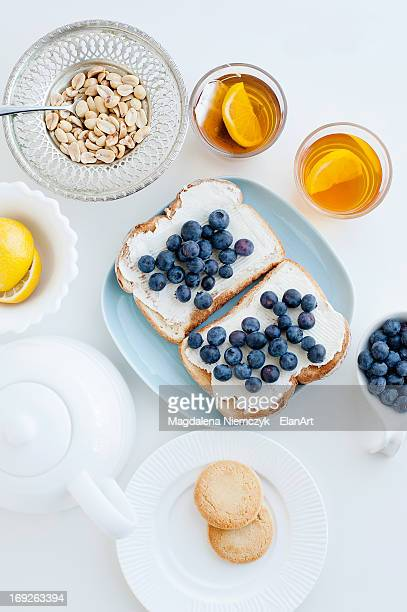 Toast with blueberries, nuts and tea