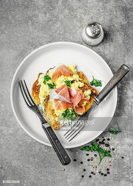Toast with eggs and prosciutto