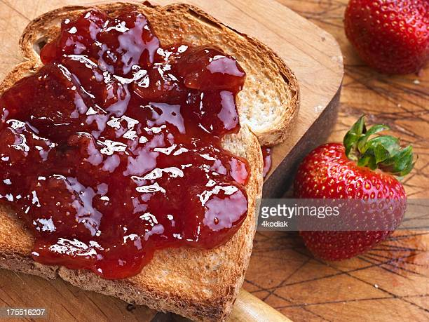 Toast mit Strawberry Jam
