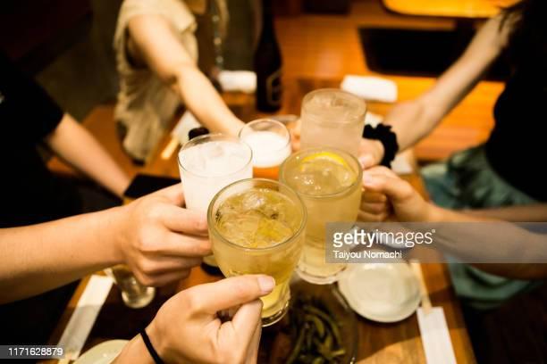 toasting people - 乾杯 ストックフォトと画像