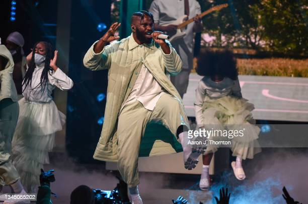 Tobe Nwigwe performs onstage during the 2021 BET Hip Hop Awards at Cobb Energy Performing Arts Centre on October 01, 2021 in Atlanta, Georgia.