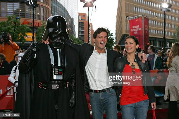 Tobey Wilson and Kerstin Linnartz With Darth Vader at the Germany premiere of 'Star Wars Episode Iii Revenge of the Sith' the theater at Potsdamer...