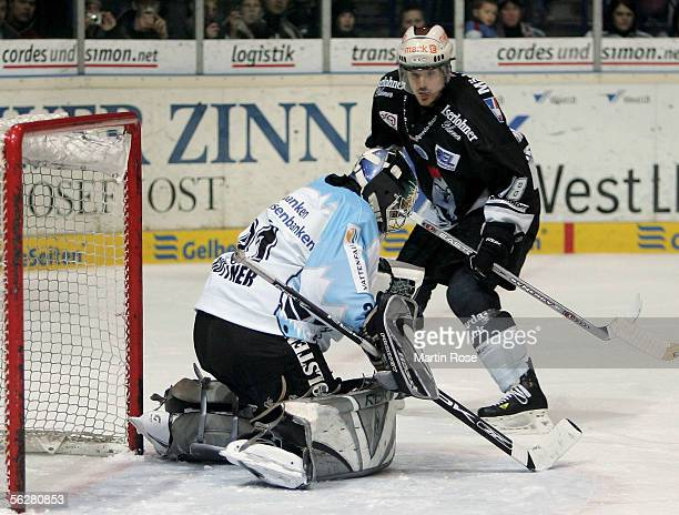 Tobias Guettner new goalkeeper of Hamburg makes a save during the DEL Bundesliga match between Iserlohn Roosters and Hamburg Freezers on November 27...
