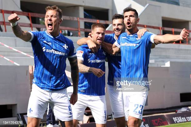 Tobias Kempe of Darmstadt celebrates his team's first goal with teammates Philip Tietz , Luca Pfeiffer and Klaus Gjasula during the Second Bundesliga...