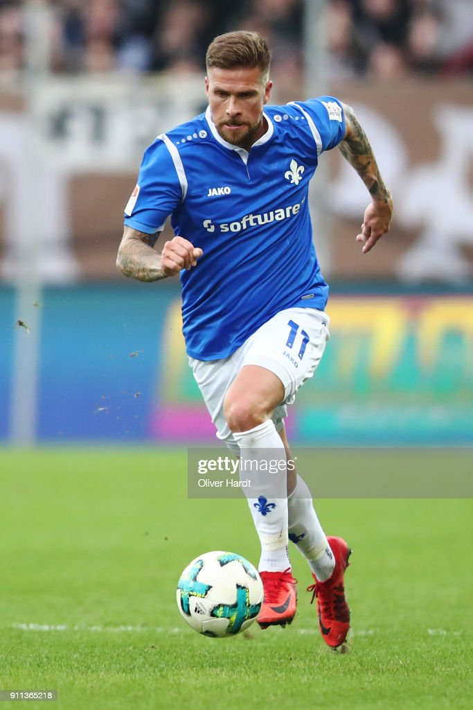 Tobias Kempe of Darmstadt in action during the Second Bundesliga match between FC St. Pauli and SV Darmstadt 98 at Millerntor Stadium on January 28, 2018 in Hamburg, Germany.