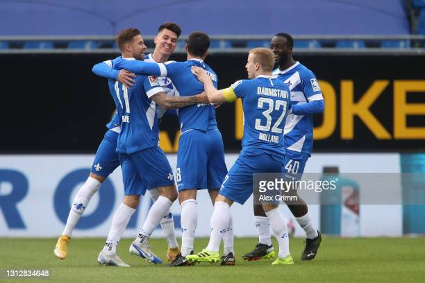 Tobias Kempe of SV Darmstadt 98 celebrates with team mates after scoring their side's first goal during the Second Bundesliga match between SV...