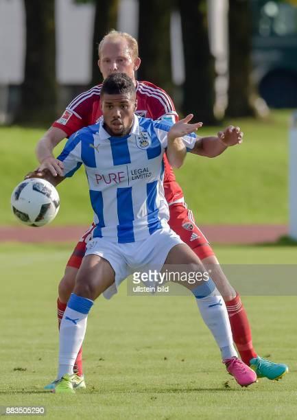 Tobias Levels im Zweikampf mit Elias Kachunga waehrend dem Fussball Testspiel FC Ingolstadt 04 gegen Huddersfield Town FC fuer die Saison 2016/2017...
