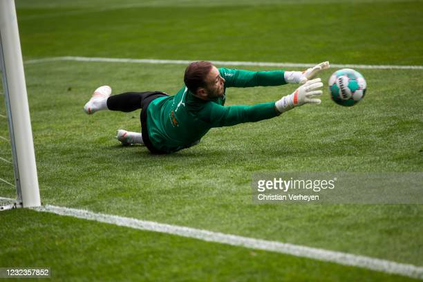 Tobias Sippel of Borussia Moenchengladbach in action before the Bundesliga match between Borussia Moenchengladbach and Eintracht Frankfurt at...