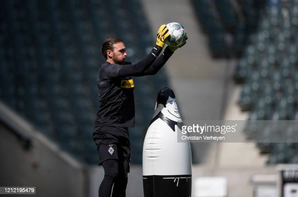 Tobias Sippel of Borussia Moenchengladbach in action during a training session of Borussia Moenchengladbach at BorussiaPark on May 08 2020 in...