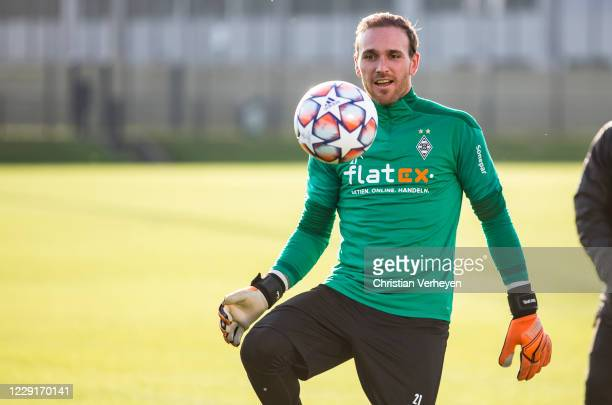 Tobias Sippel of Borussia Moenchengladbach in action during a training session of Borussia Moenchengladbach at BorussiaPark on October 19 2020 in...
