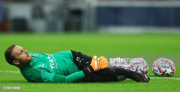 Tobias Sippel of Borussia Monchengladbach warms up prior to the UEFA Champions League Group B stage match between FC Internazionale and Borussia...