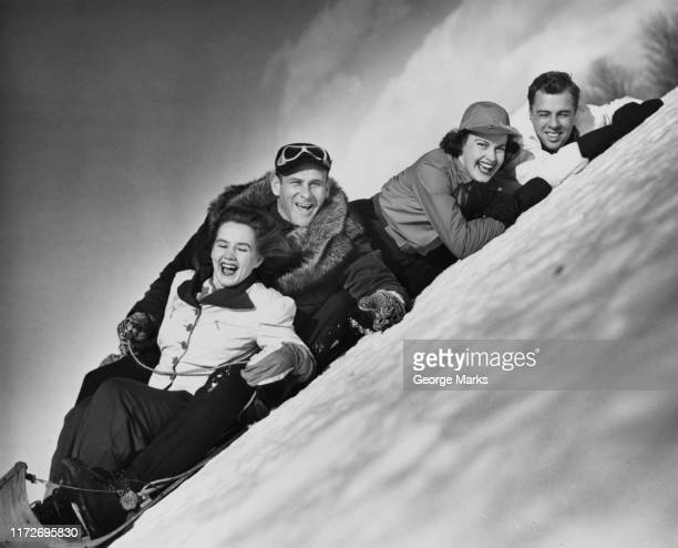 toboggan accident - wintersport photos et images de collection