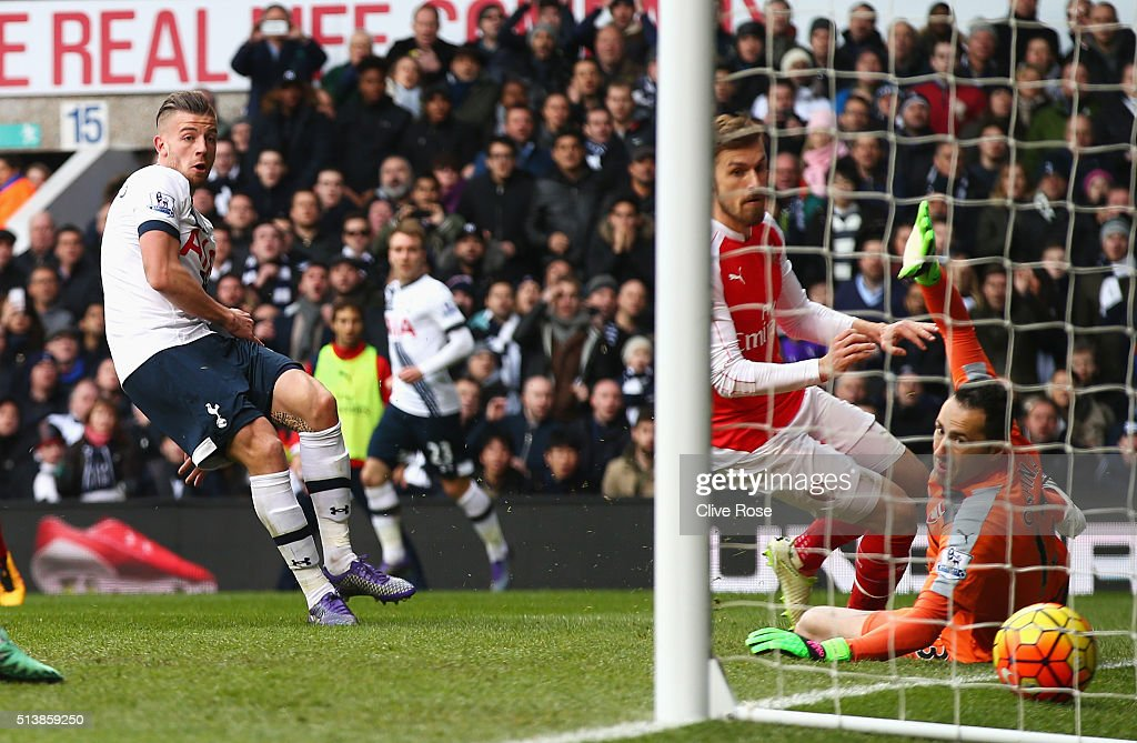Tottenham Hotspur v Arsenal - Premier League : News Photo