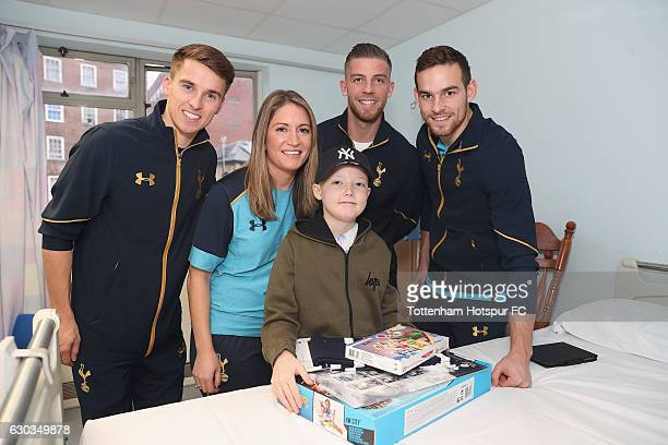 Toby Alderweireld Vincent Janssen Tom Carroll and Jenna Schillaci of Tottenham Hotspur pose for the camera with a young patient as they visit...