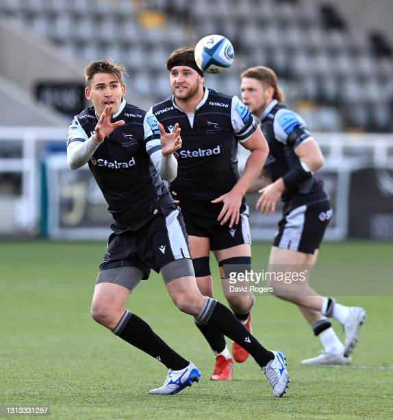 Toby Flood of Newcastle Falcons catches the ball during the Gallagher Premiership Rugby match between Newcastle Falcons and Bristol Bears at Kingston...