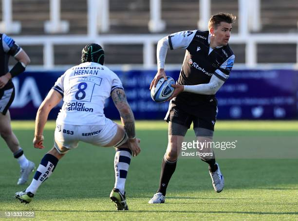 Toby Flood of Newcastle Falcons passes the ball during the Gallagher Premiership Rugby match between Newcastle Falcons and Bristol Bears at Kingston...