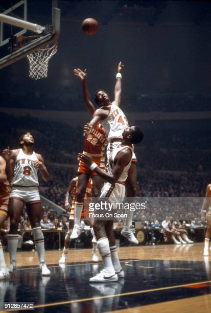 Toby Knight of the New York Knicks in action against the Cleveland Cavaliers during an NBA basketball game circa 1977 at Madison Square Garden in the...